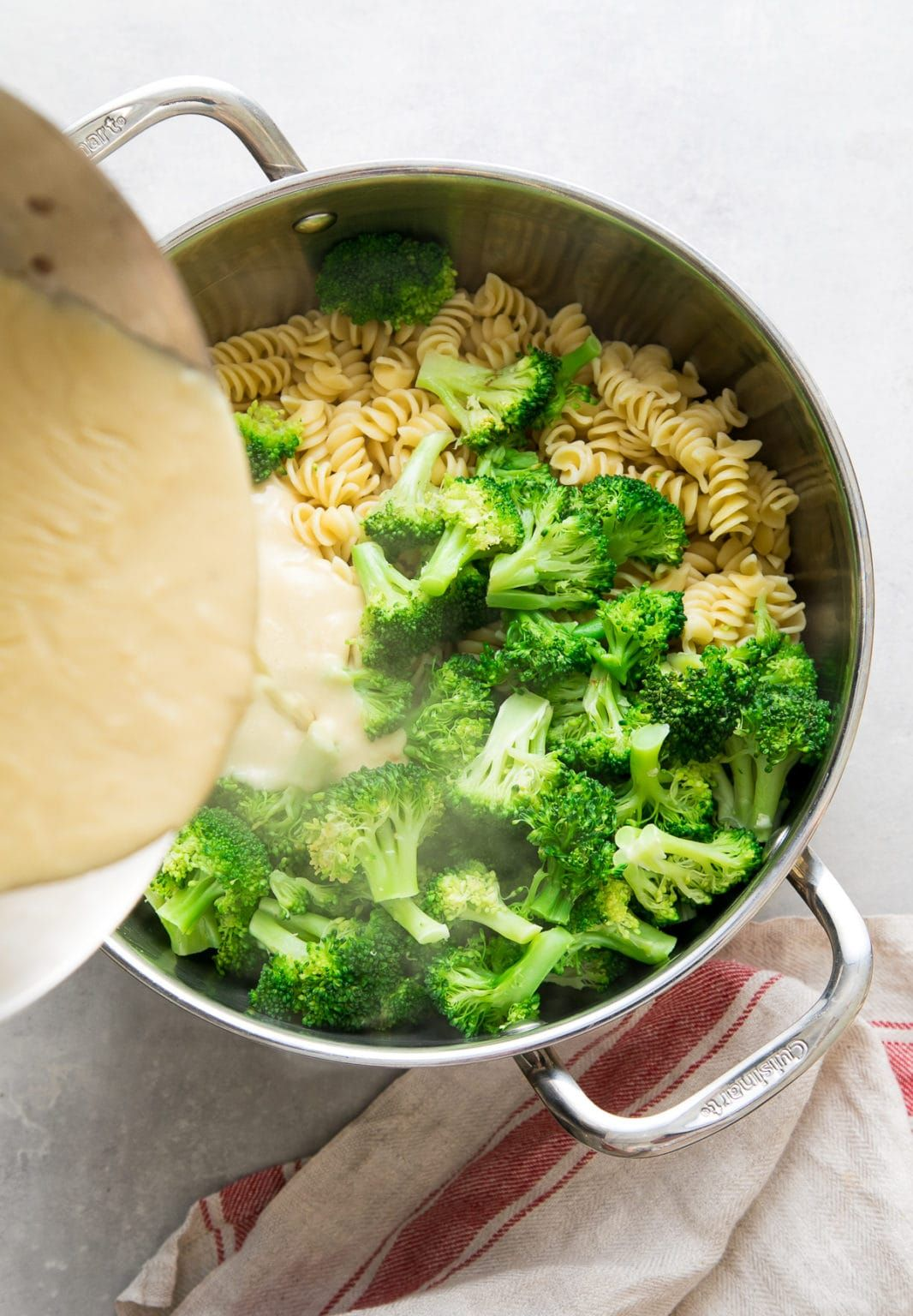Creamy Broccoli Pasta Is A Pantry Friendly Recipe Featuring A Non Dairy Cream Sauce Made With A Roux Delicious Vegetarian Dinner Easy Pasta Vegan Recipes Easy