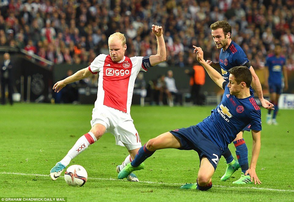Herrera slides in to expertly dispossess Davy Klaassen and