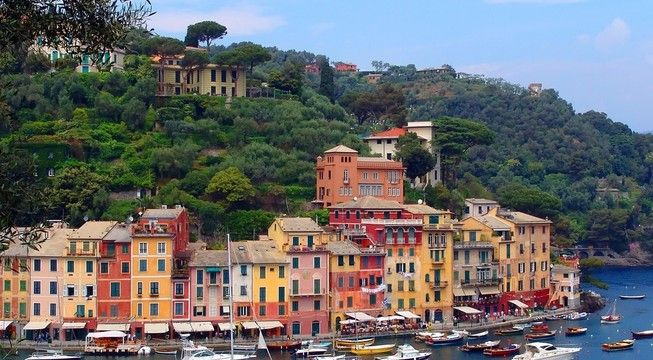 Unmissable views, spectacular cliffs, small fishing villages, discover the essence of the Italian Riviera