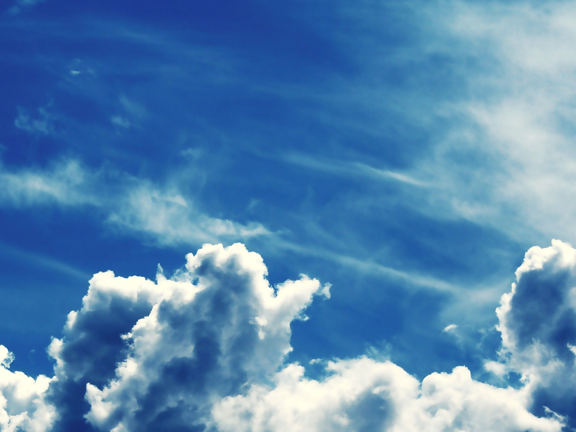 bright blue sky with fluffy clouds wallpaper | 1920x1440 | 5063