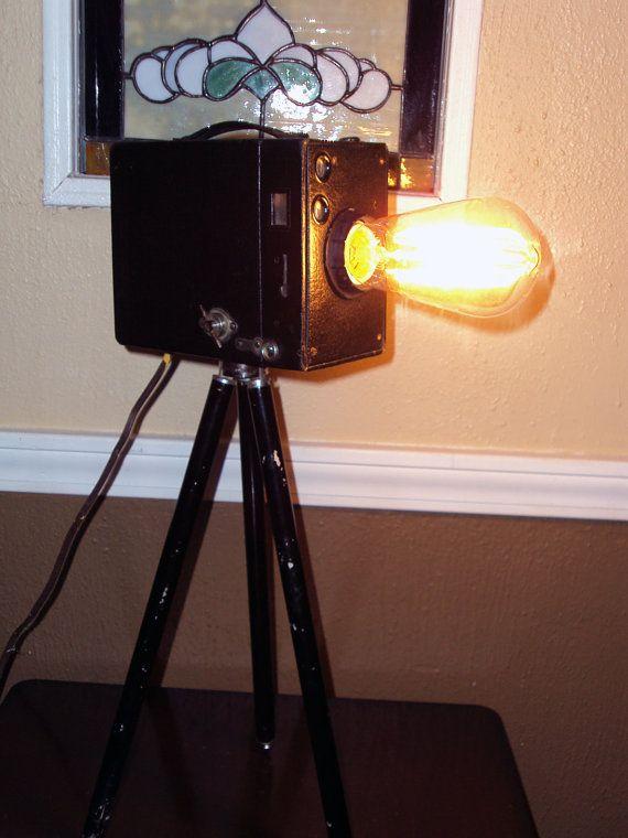 Tripod Camera Lamp van Allyveriah op Etsy