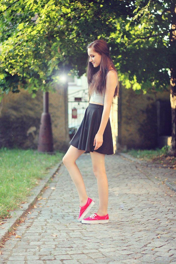 Leona Meliskova: RED VANS   Red vans, Red vans outfit, Skater ...
