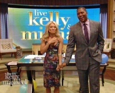 Kelly Ripa And Michael Strahan Kissing