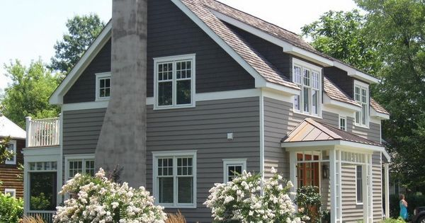 We Re Loving This Two Tone Siding Trend What Do You Guys Think House Paint Exterior Gray House Exterior Craftsman Exterior