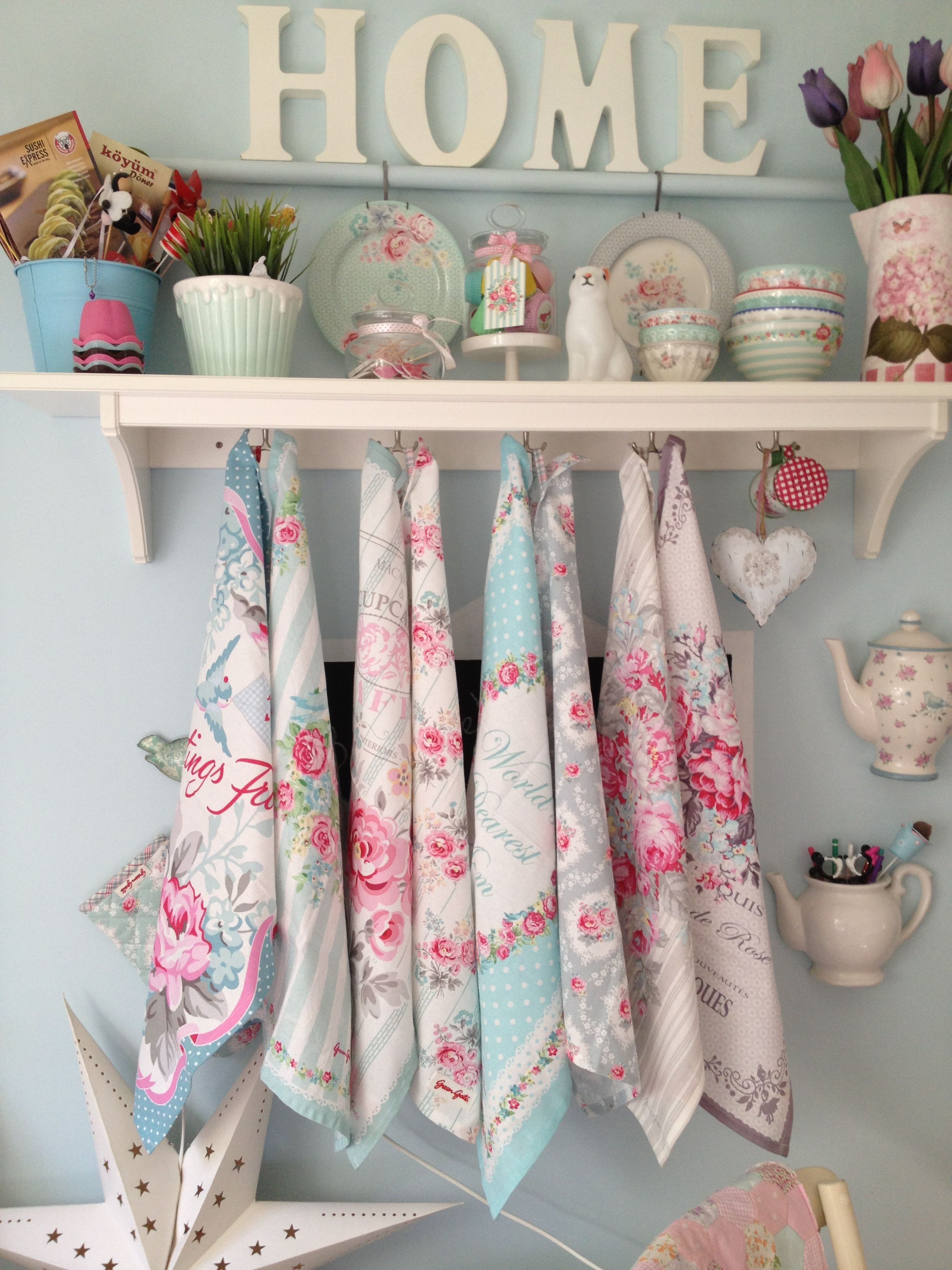 Perfect Using Vintage Handkerchiefs   Shabby Chic Decorating Idea!