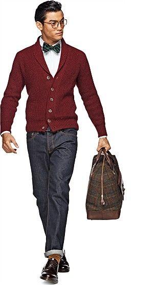 De spijkerbroek staat met stip op nummer 1 als meest favoriete kledingstuk. Hij zit niet alleen heerlijk, maar laat zich ook makkelijk combineren. Spijkerstof is het meest casual materiaal dat er is en heeft een comfortabele, stoere en praktische uitstraling. Draag naar het werk wel effen spijkergoed zonder gaten en slijtplekken. Want hoewel erg trendy, zakelijk gezien wil je niet de indruk wekken dat jij 'versleten' bent.    Suit supply BURGUNDY_SHAWL_COLLAR_CARDIGAN_SW362