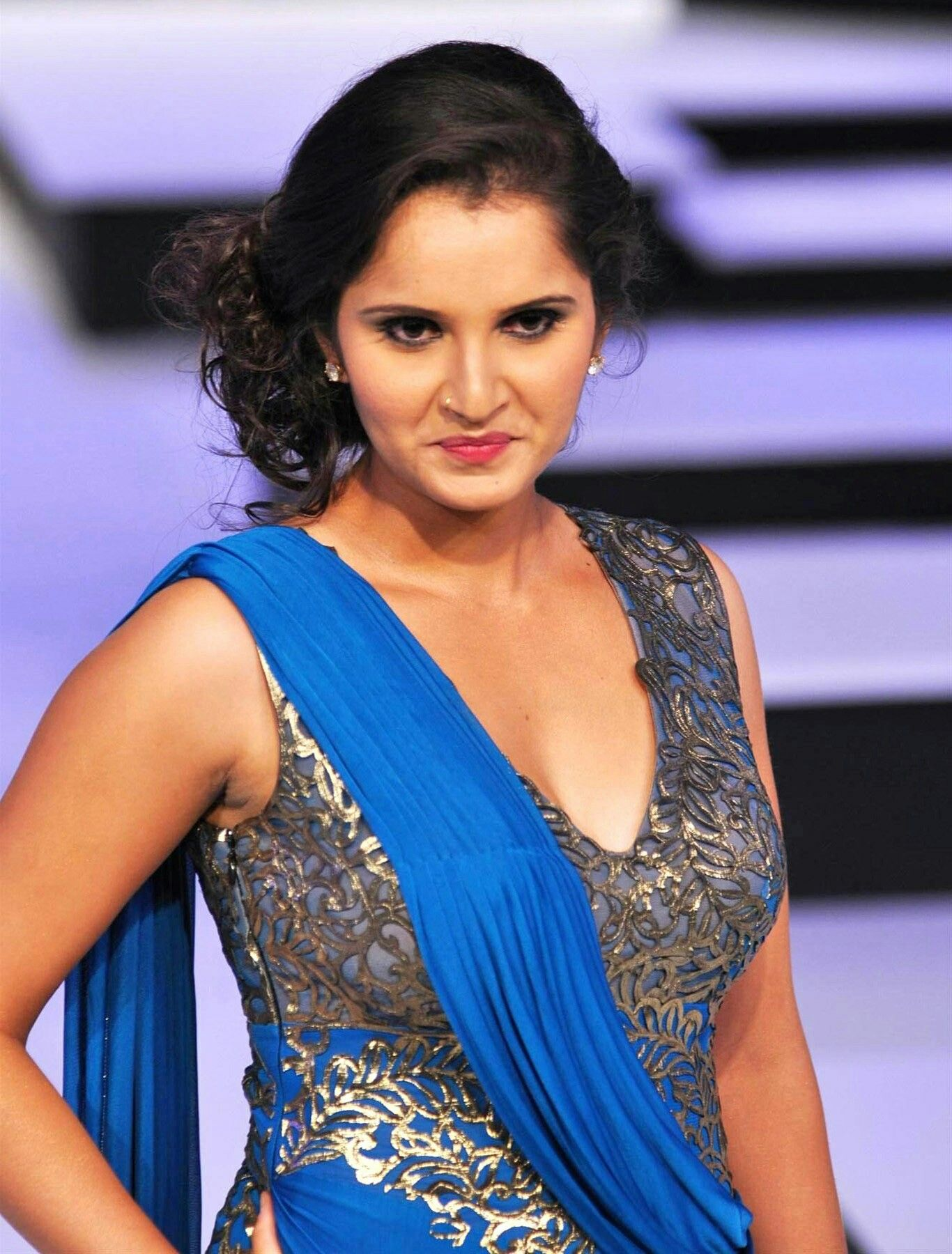 Sania mirza showing her boobs