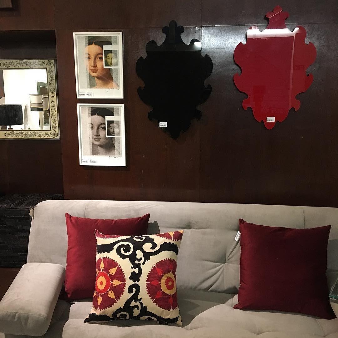 Detalhes almofadas tipo Suzani espelhos  trabalhos do B.k. sofá  esperando Você ! @venicacasa