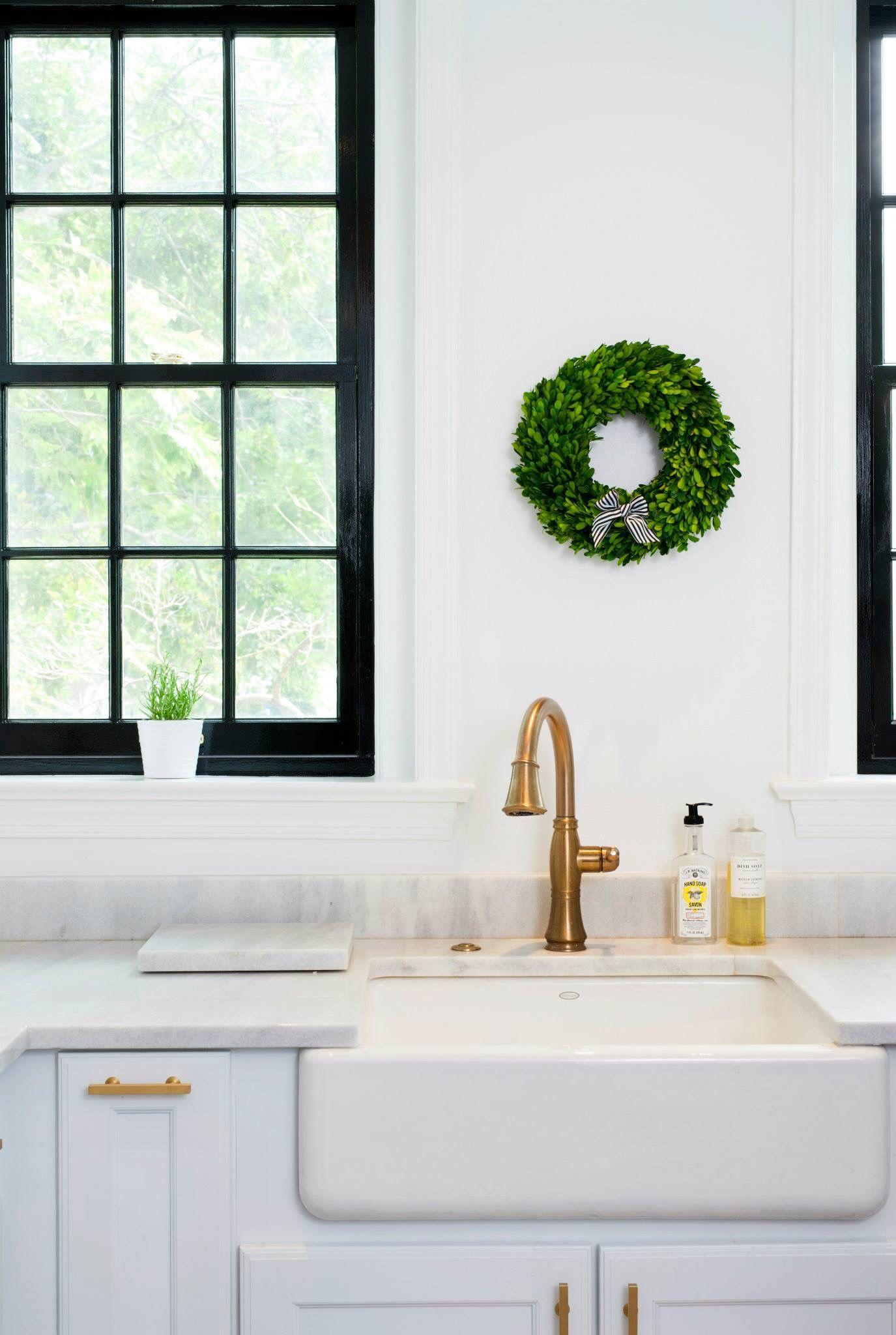 Kohler Whitehaven Farmhouse Sink Accessories Kohler Whitehaven Farmhouse Sink Black Window Panes