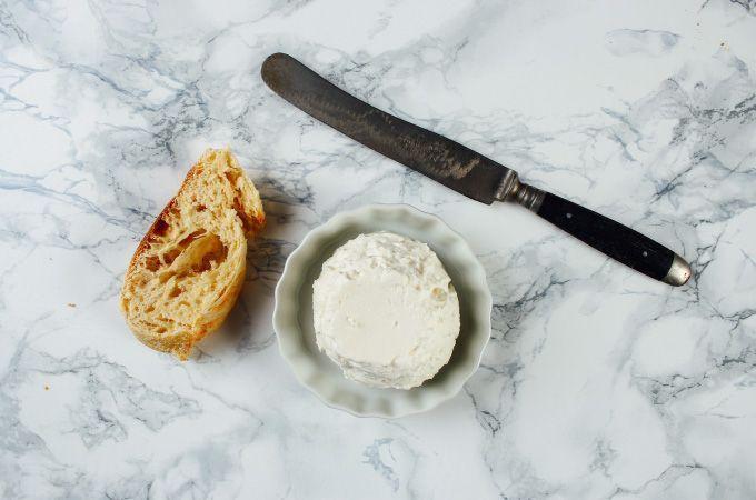 Käse selber machen ist leichter, als man denkt! Wir zeigen Euch, wie Ihr mit Labessenz Frischkäse zu Hause ganz einfach selber machen könnt. #frischkäseselbermachen Käse selber machen ist leichter, als man denkt! Wir zeigen Euch, wie Ihr mit Labessenz Frischkäse zu Hause ganz einfach selber machen könnt. #frischkäseselbermachen Käse selber machen ist leichter, als man denkt! Wir zeigen Euch, wie Ihr mit Labessenz Frischkäse zu Hause ganz einfach selber machen könnt. #frischkäseselber #frischkäseselbermachen