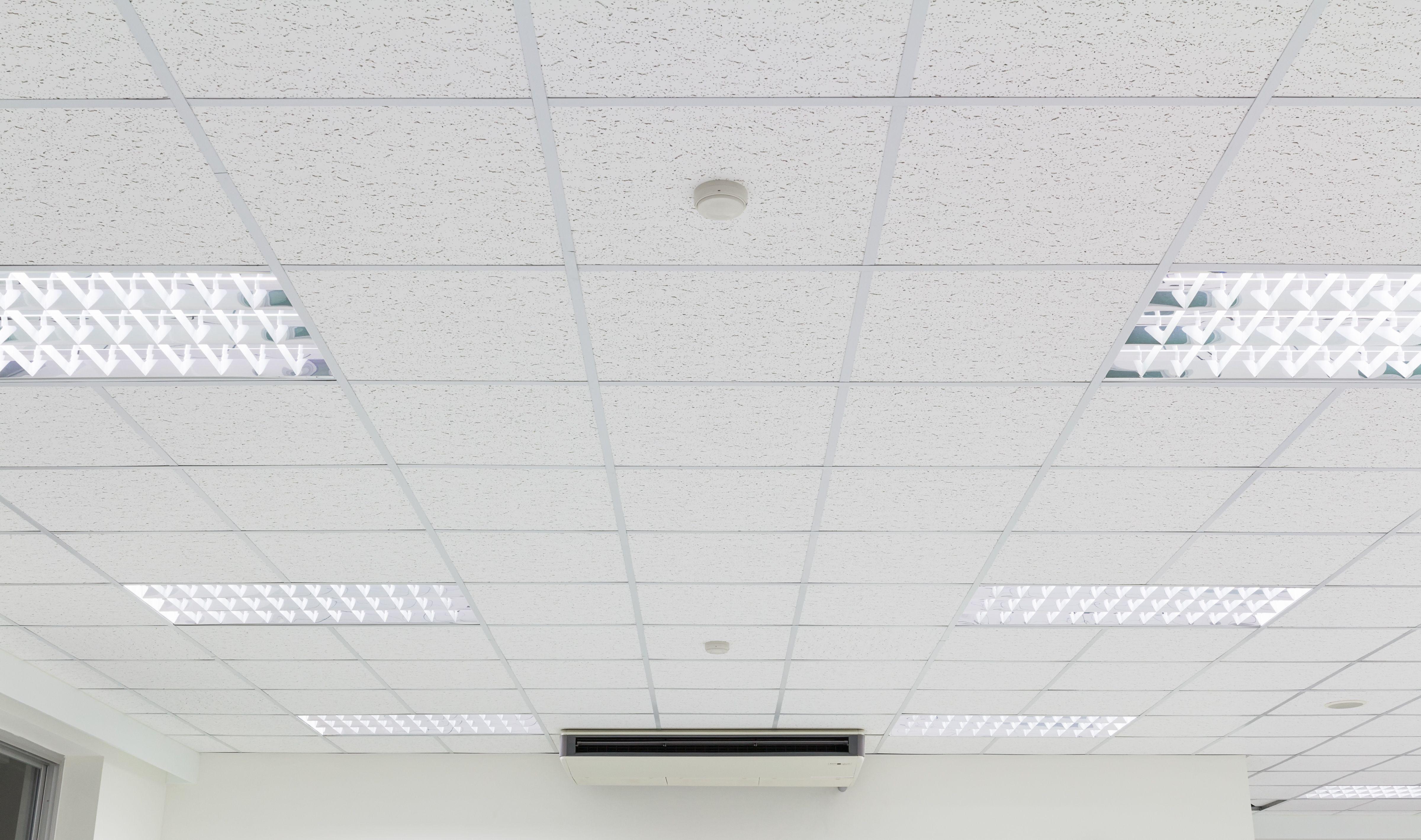 Schallschutz Und Schalldammung Mit Akustikdecken Der Anspruch Bei Akustikdeckensystemen Ist Kein Geringerer Als Akustikdecke Moderne Decken Deckenarchitektur