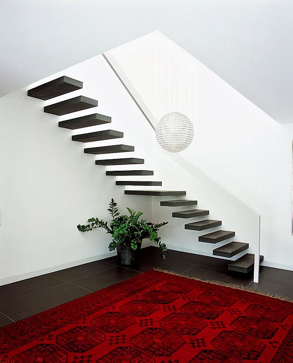 Großzügig umgebaute Flachdach-Villa: In die Wand eingelassene ...