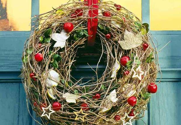 Une couronne végétaleUne couronne végétale qui se mariera parfaitement avec une déco nature.