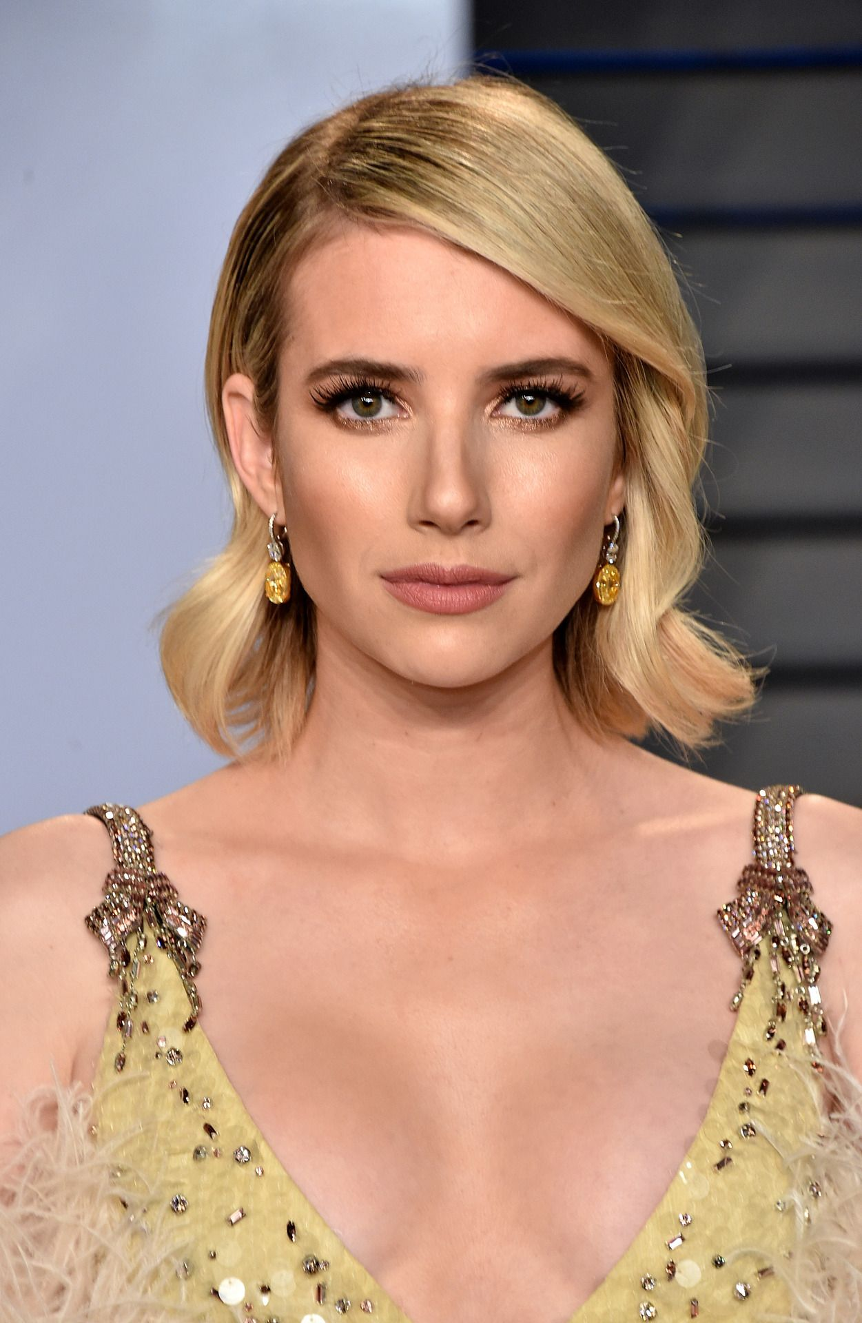 Emma Roberts Attends The 2018 Vanity Fair Oscar Party Hosted By Radhika Jones At The Wallis Annenberg Center F Wedding Hair And Makeup Beauty Girl Emma Roberts