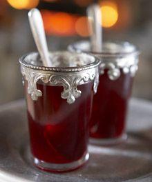 Perinteisen punaisen glögin lisäksi joulun suosikkijuomalle on tarjolla oivia vaihtoehtoja. Glögin kanssa ei kannata olla turhan konservatiivinen.Kokeile r