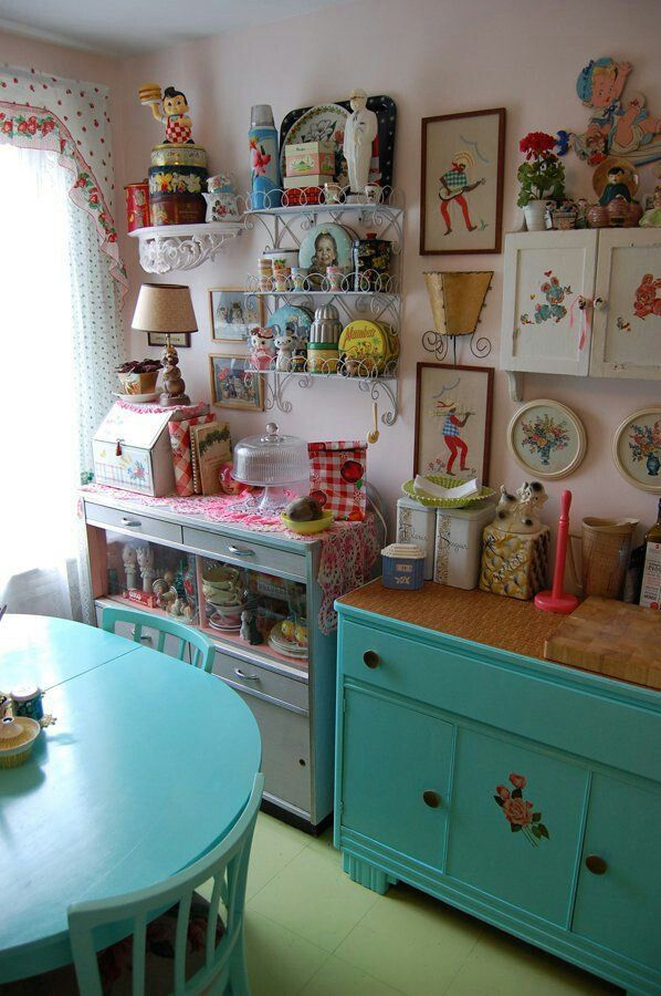Quirky kitchen decor home decorating ideas for Quirky home ideas