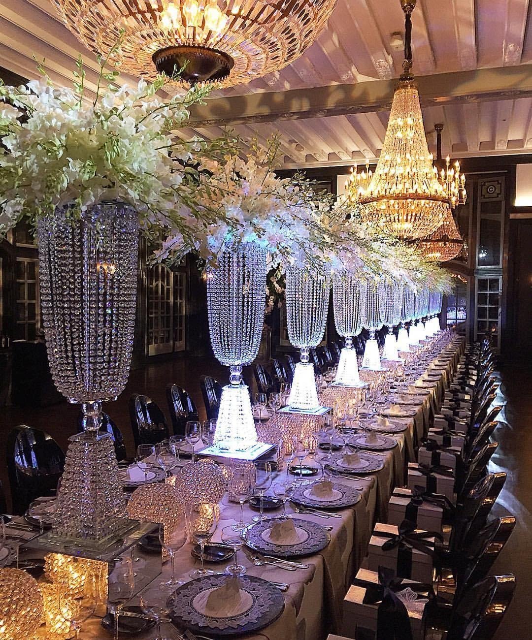 Magnificently GLAMOROUS! #tabledecor #regramlove @annebargebride #bride…