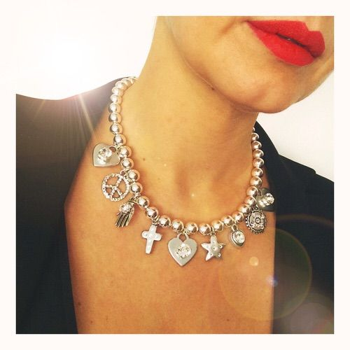 Afbeelding via We Heart It https://weheartit.com/entry/148260518 #accessoires #blog #crystal #fashion #jewelry #lips #necklace #red #silver #Swarovski #fblogger