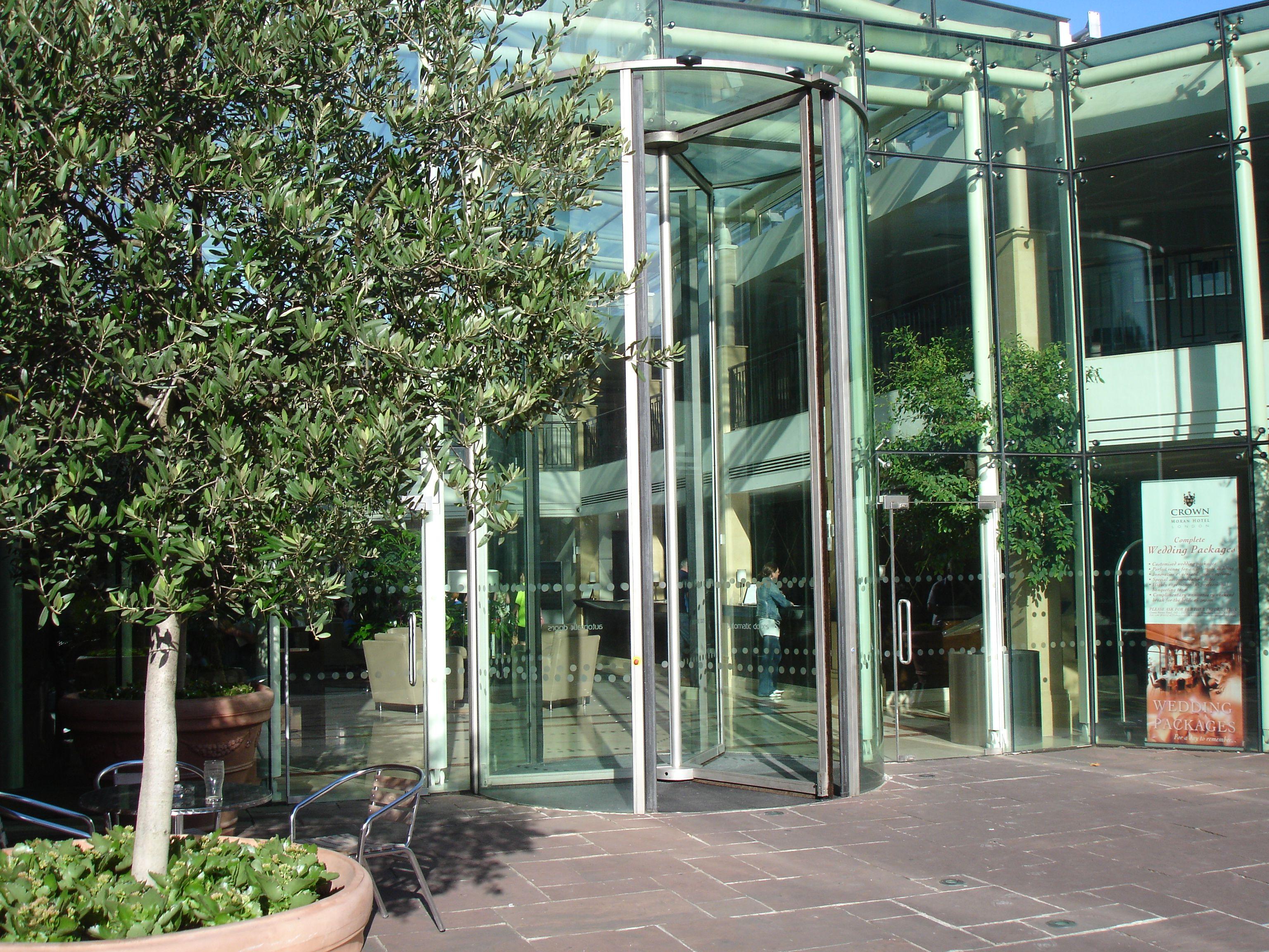 Crown Moran Hotel London. Tall Revolving Door