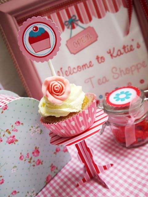 TUTORIAL: Easy Paper Cupcake Stands