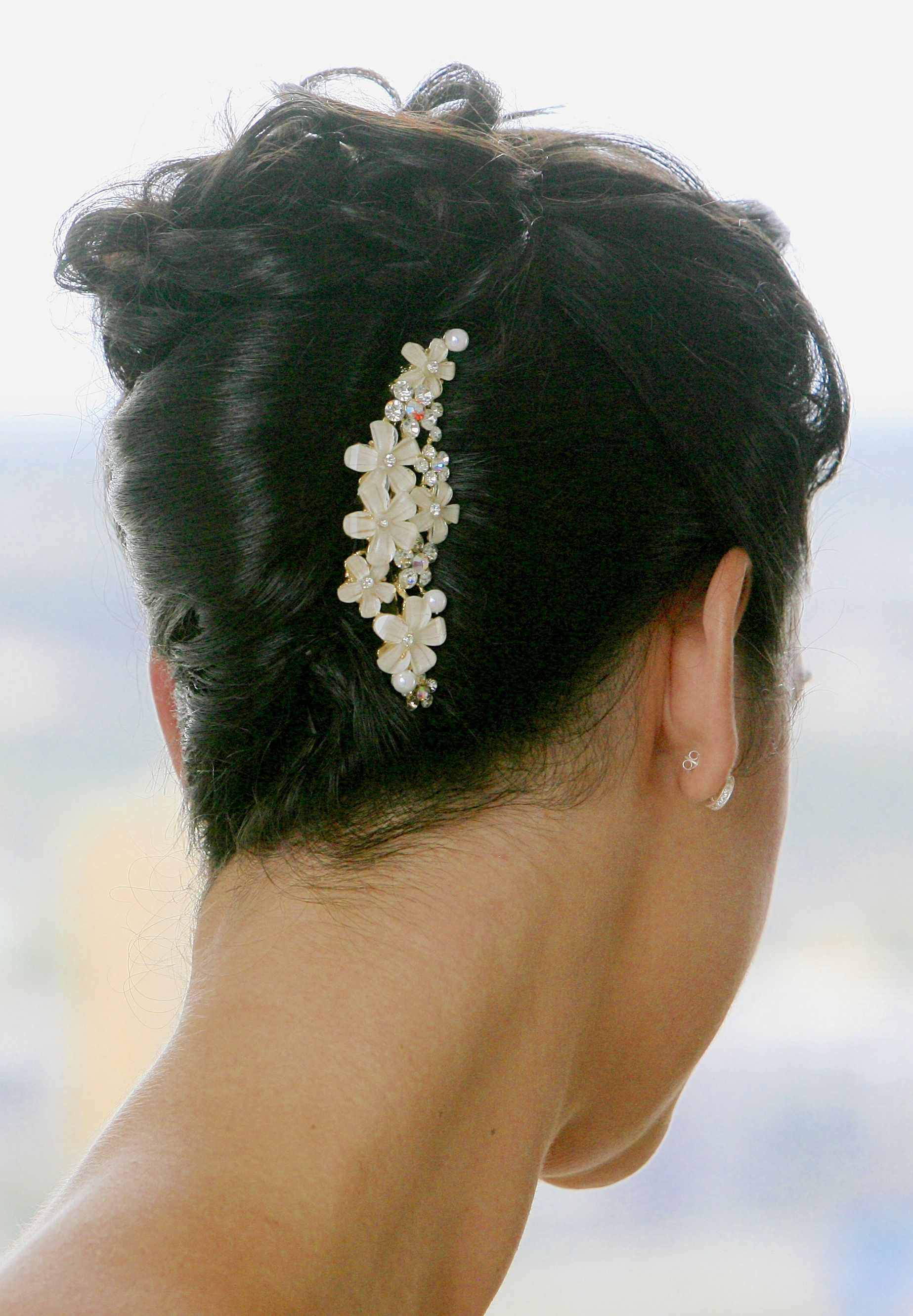 french twist with curls | Wedding hairstyles, Formal hairstyles, Hair styles