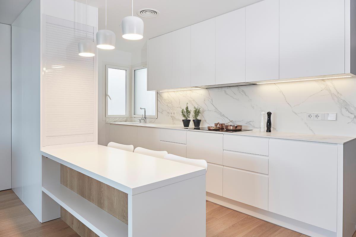 Omobarcelona fabricante de cocina lacadas a medida fotos de una cocina lacada realizada en av for Fabricantes de muebles de cocina en barcelona