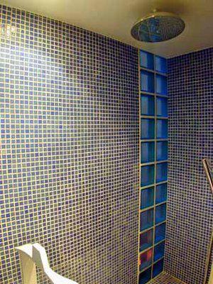 Paves de verre, design, salle de bain, photo - Décarts Lyon - carreaux de verre pour salle de bain