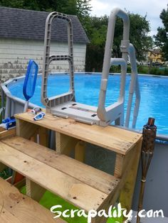 Pool Steps Made From Pallets With Noodle Storage Pallet Pool Pool Steps Wood Pool Deck