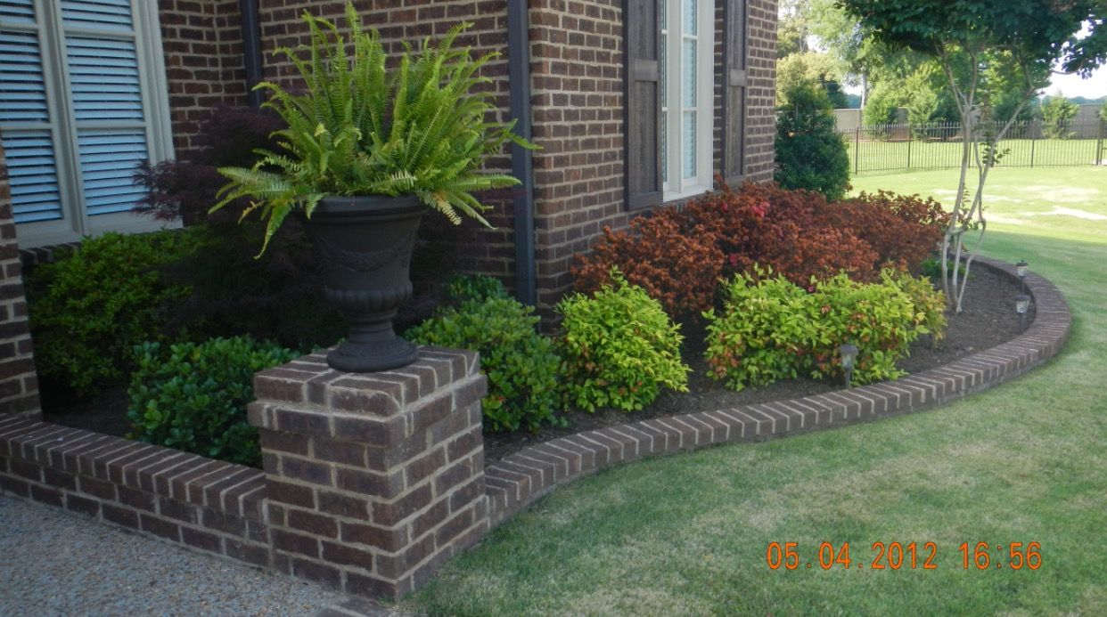 Love The Brick Edging Low Maintenance Landscaping Front Yard 400 x 300