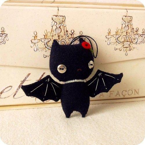 Halloween bat ornament pdf pattern.  This is too cute!!!