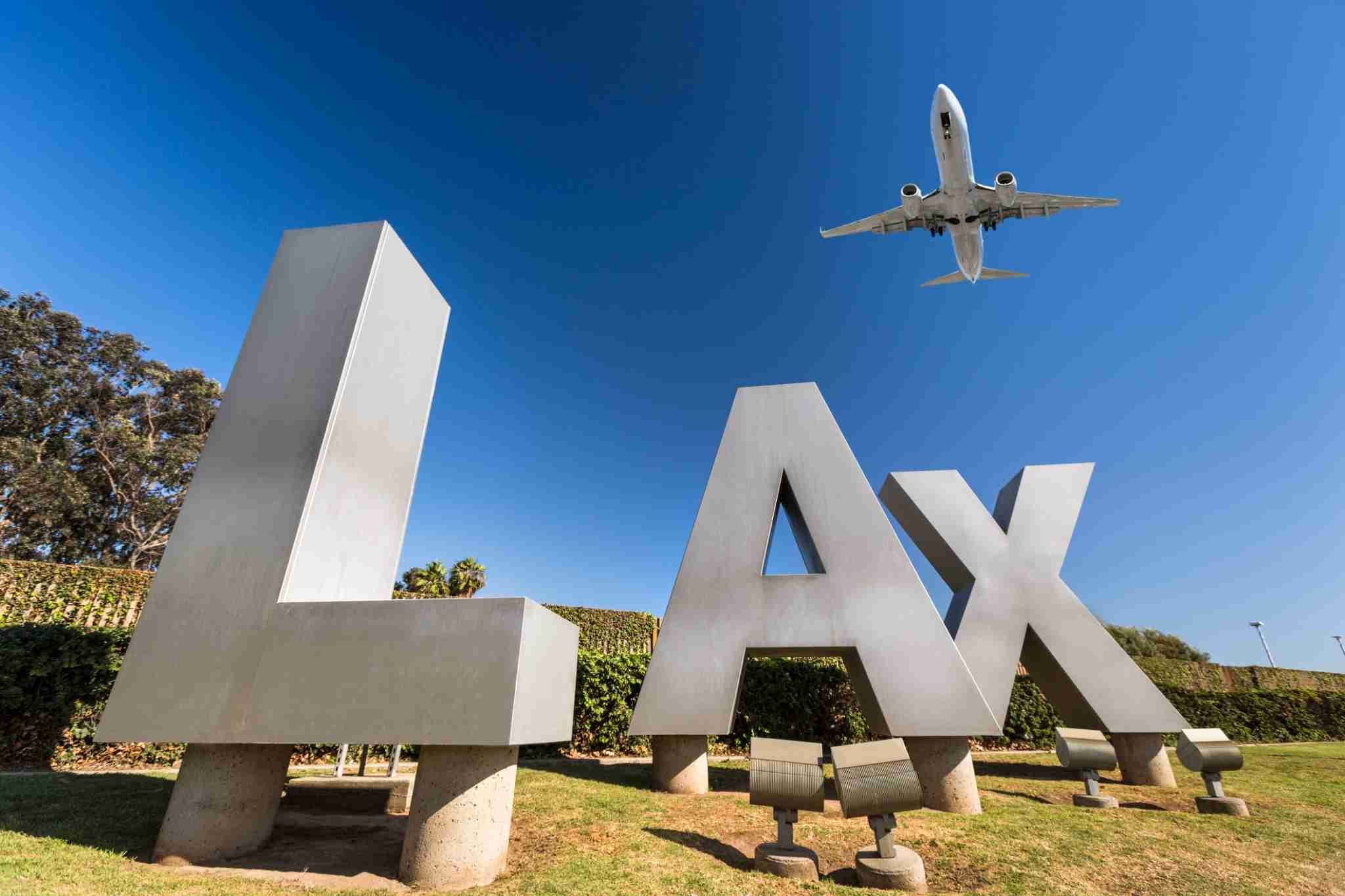 how many hours is the flight from lax to hawaii