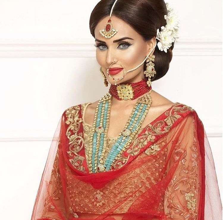 Mehreen Syed in RangPosh Jewels and Shyamal & Bhumika Outfit