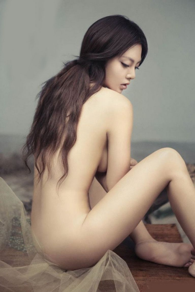 breasts-western-asian-naked-model