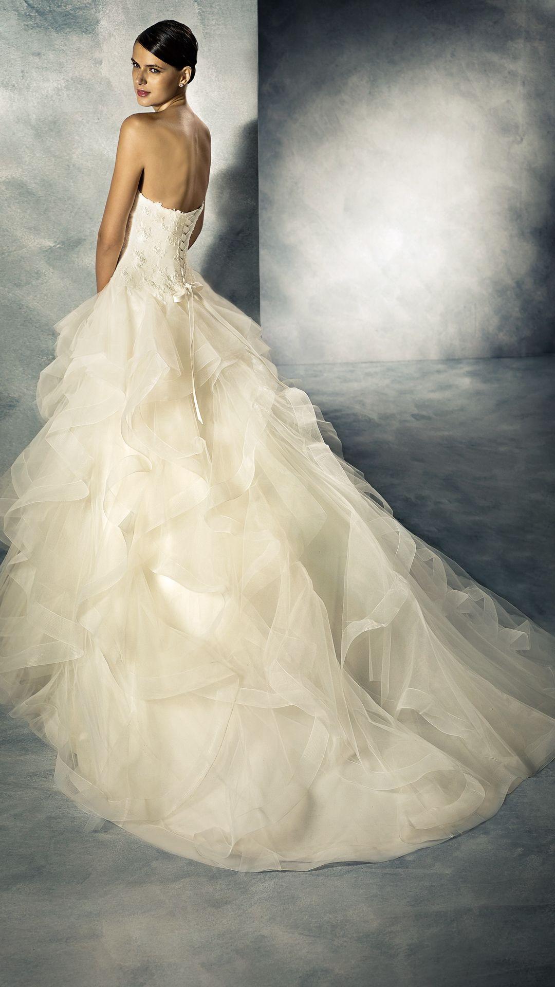 Pin von Brautmoden Bösckens auf Braut in 18  Kleid hochzeit