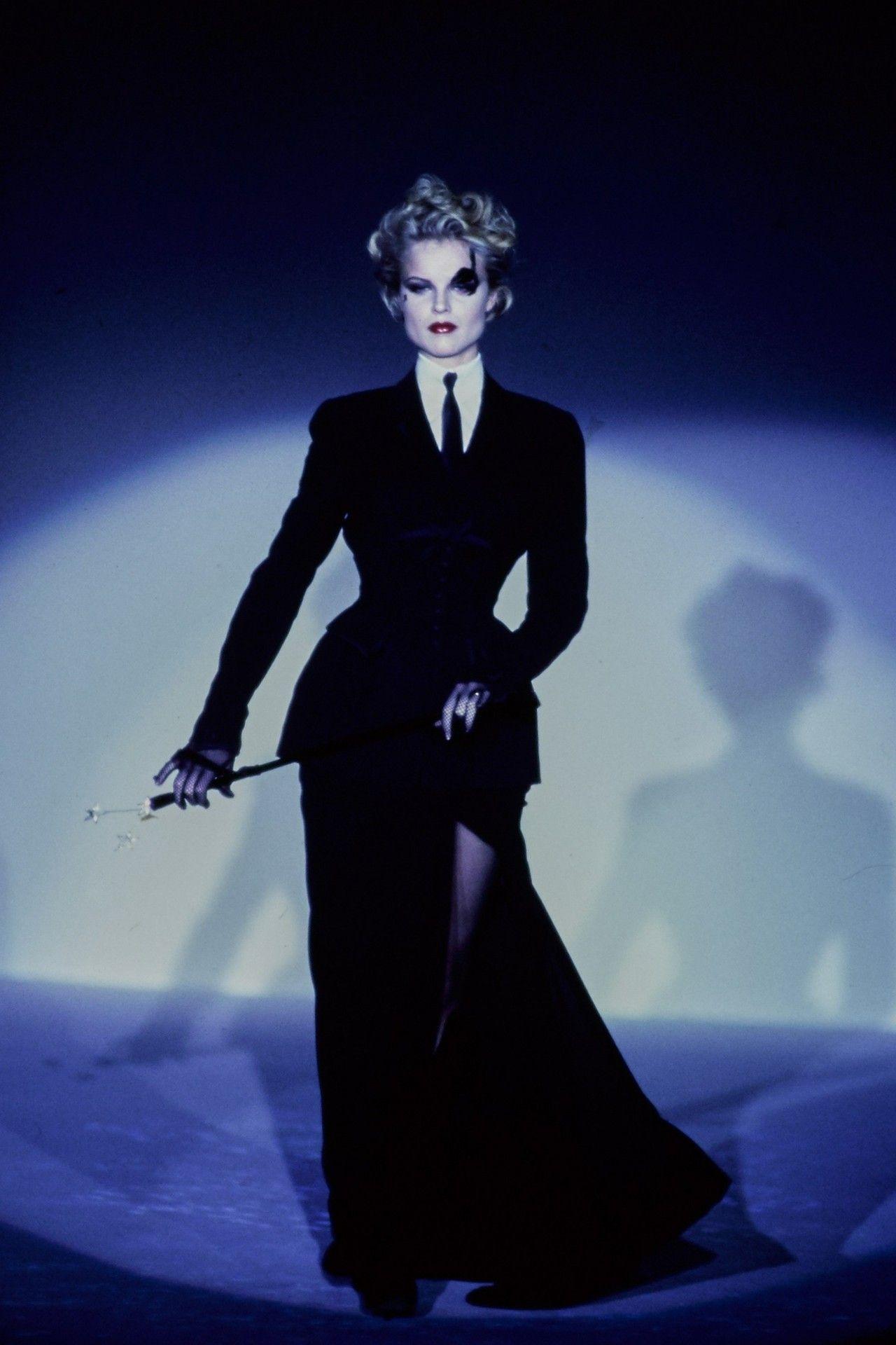 Eva Herzigova Thierry Mugler Hc S S 1997 Couture Fashion Fashion Show Mugler