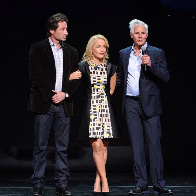 Together again! @davidduchovny, Gillian Anderson and Chris Carter at the #FOXupfront presentation. #TheXFiles ❤️