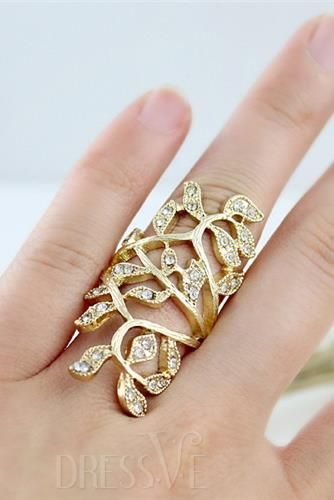 Prepossessing Luxury Golden Diamante Hollowed-out Zinc Alloy Ring