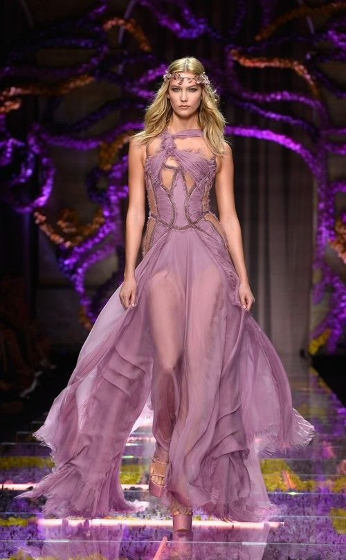 Karlie Kloss in Versace  Fashion Haute couture fashion Beautiful dresses