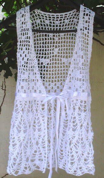 7de88335d889 Lindo vestido branco em crochê, pode se usar de duas maneiras diferentes, 1  amarradinho na frente, ou transpassado... fica super na moda indicada para  ...