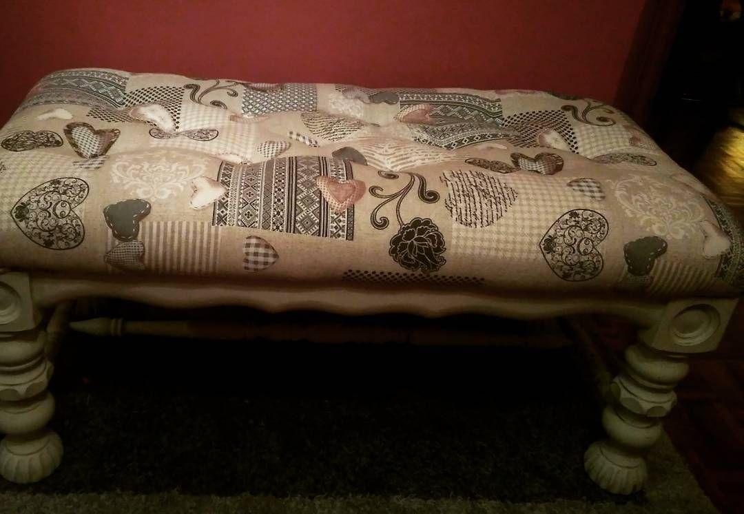 Banco/pie de cama tapizado en capitonè partiendo de una mesa ...