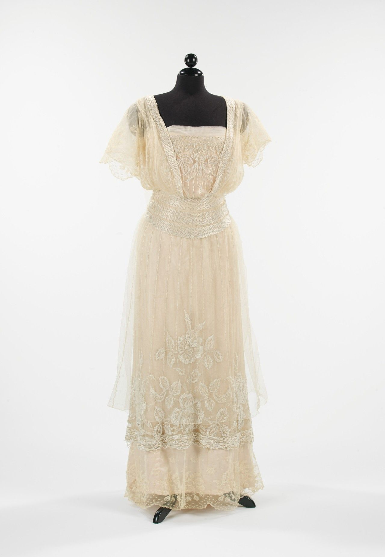 Evening dress, 1911-12 (front)  From the METROPOLITAN MUSEUM OF ART