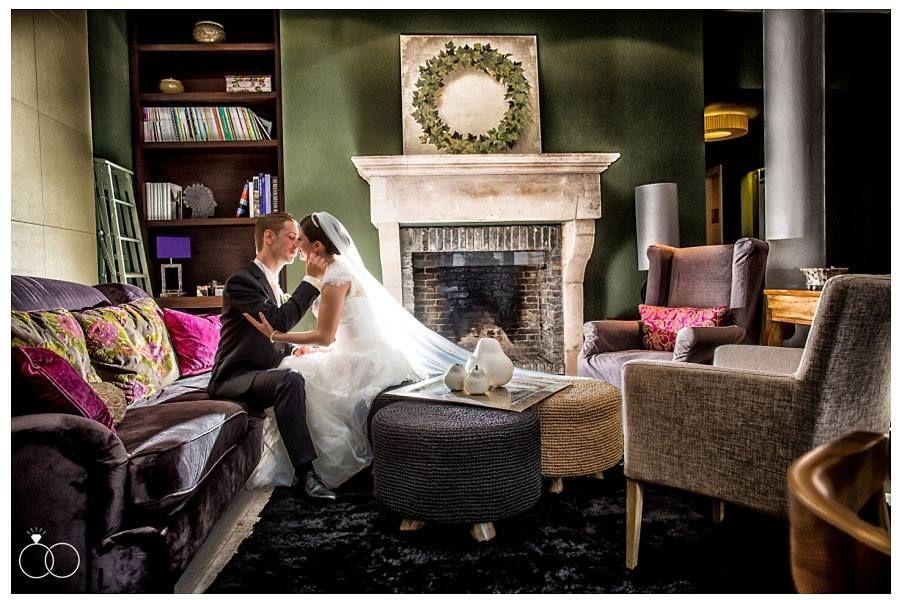 Gemütlich im Wohnzimmer vorm Kamin sitzen und den Abend genießen - wohnzimmer gemutlich kamin