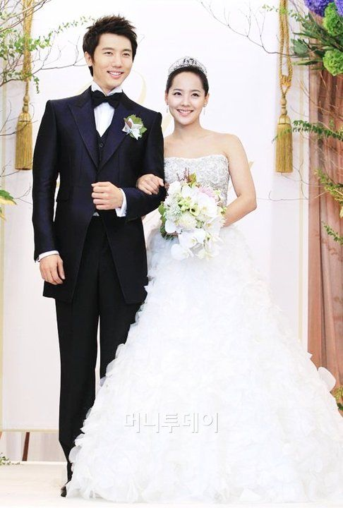 The Popular South Korean Celebrity Couple Park Seo-joon and Baek Jin-hee