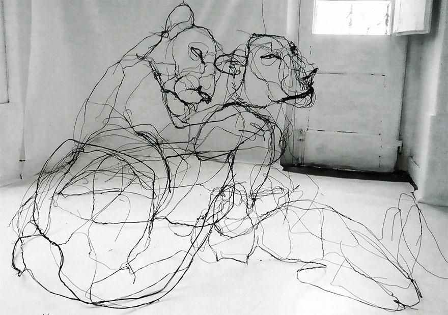 Portuguese artist makes wire animal sculptures that look just like sketches