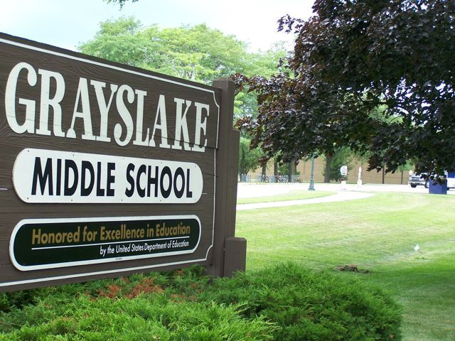 Grayslake Middle School With Images Middle School Grayslake