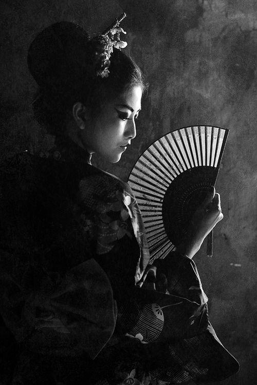 Teen vid black and white japanese art