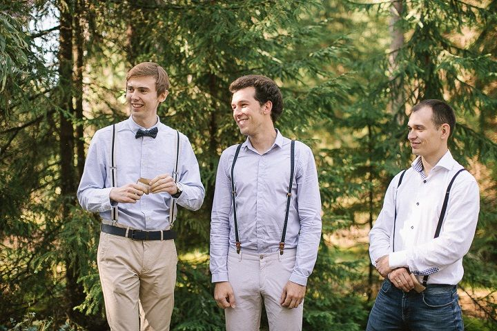 Neutral eco friendly wedding in the forest | Groomsmen in slacks with suspenders and bowties | fabmood.com #wedding #neturalwedding #ecofriendlywedding