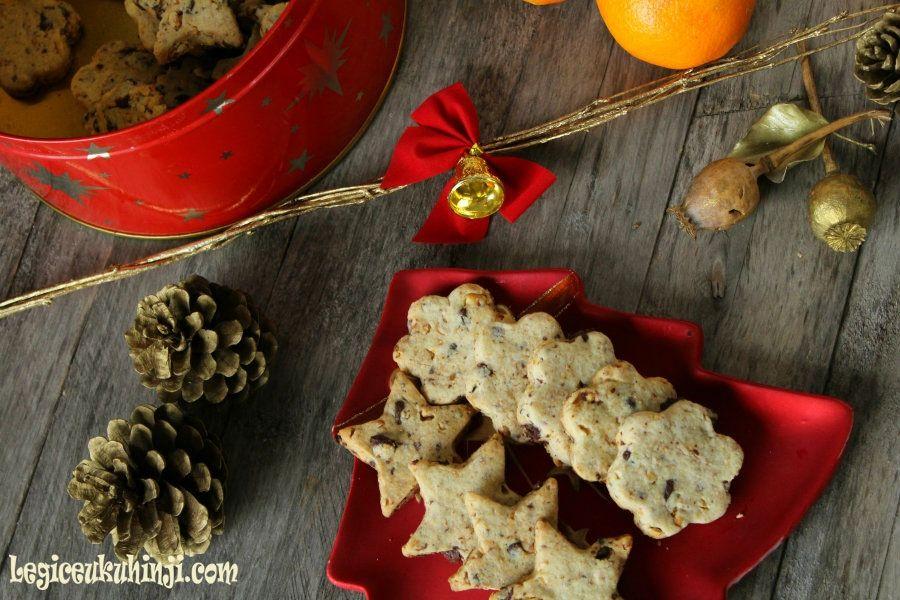 Keksi s narančom, čokoladom i lješnjacima