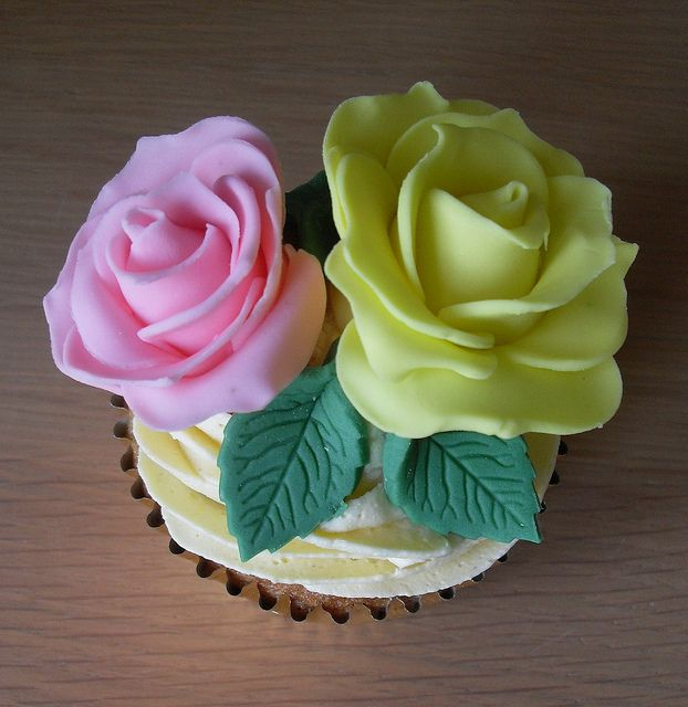 Floral Cupcake by Sugar Ruffles, via Flickr