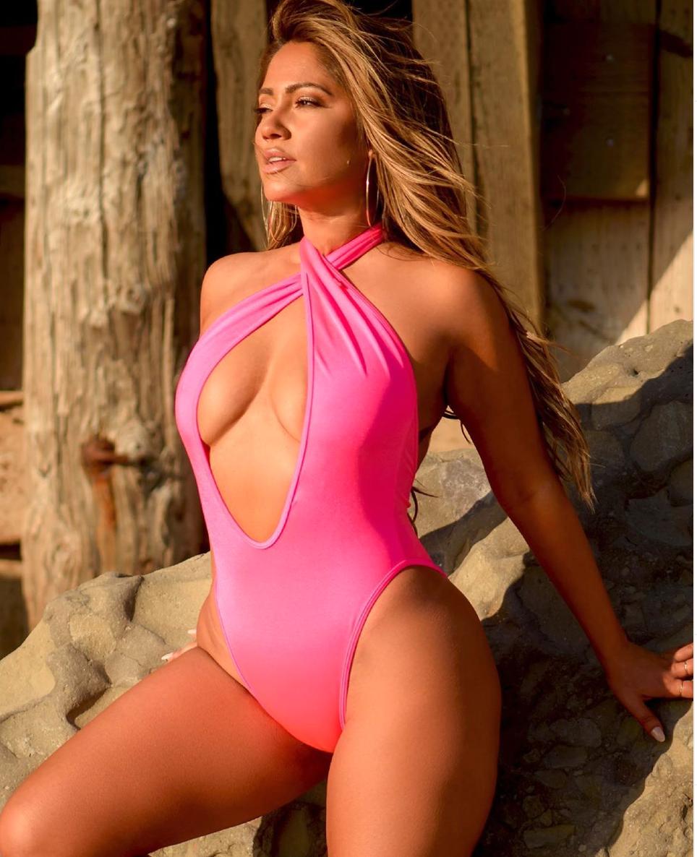 Jessica Burciaga, la JLo californiana   Bikinis, Skimpy